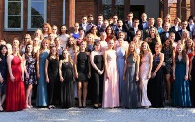 89 Abiturientinnen und Abiturienten feiern ihren Erfolg