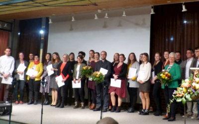 Verabschiedung  der ersten 21 Bachelor-Absolventinnen und Absolventen