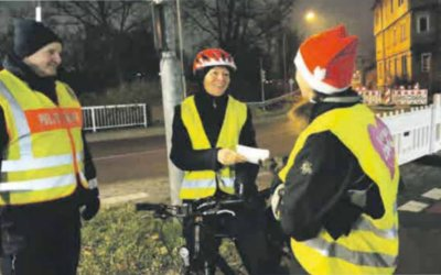 Nikolaus belohnt vorbildliche Radfahrer